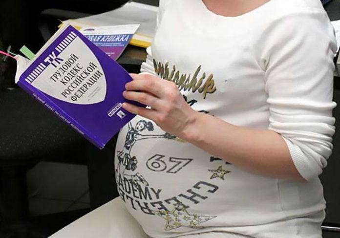 bda6822f43cf8c1f5a5f5010be623e89 696x487 - Трудовые права беременных мамочек