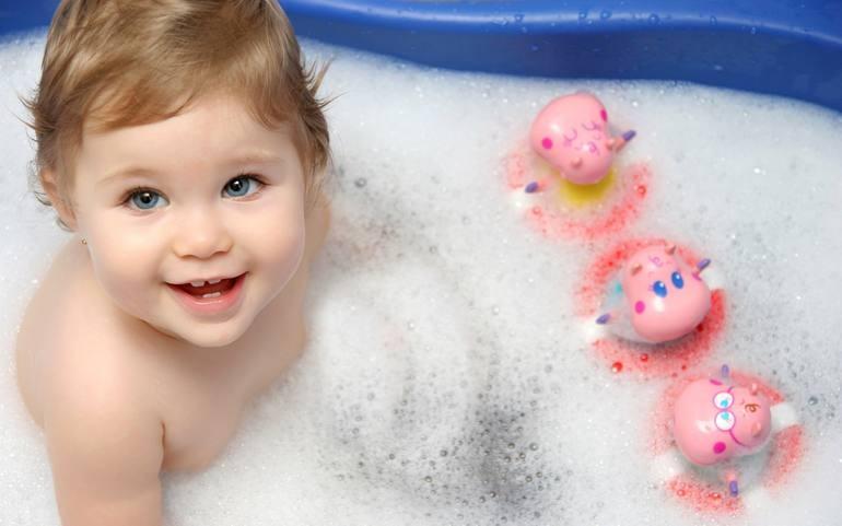 Ребенок боится купаться в ванне. Как помочь малышу преодолеть страх и полюбить купание