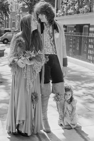 Как менялись свадебные платья последние 50 лет