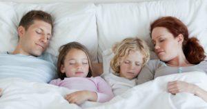 Как отучить малыша от совместного сна с родителями