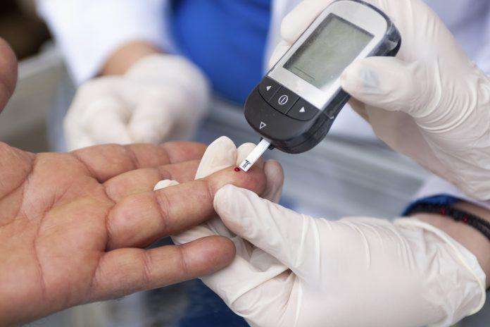 qm4ibfrxbmq 696x464 - Сахарный диабет: симптомы, лечение, первые признаки