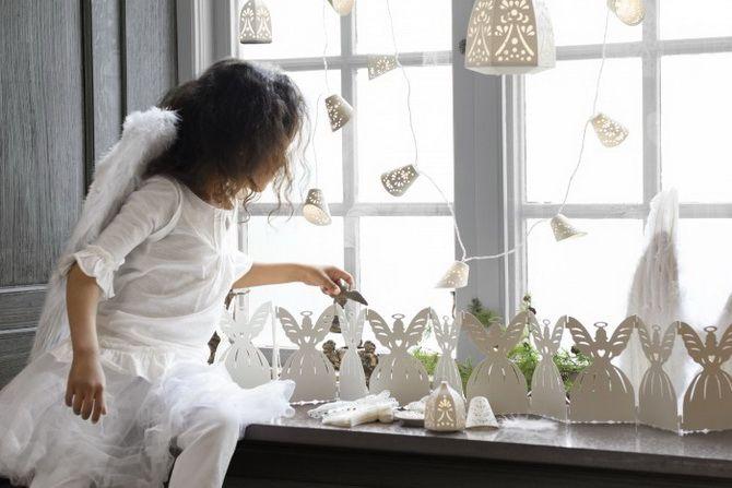 окна украшенные вытынанками к новому году