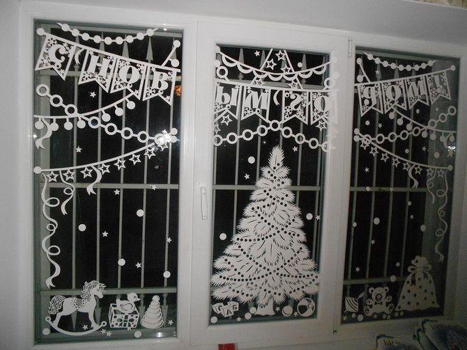 окна украшенные вытынанками +к новому году