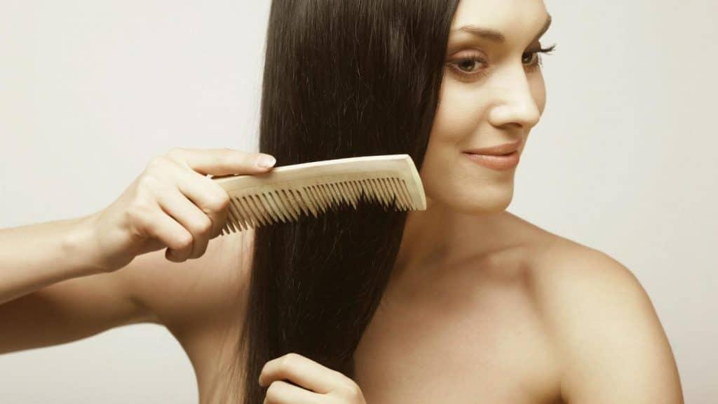 Расчёсывая волос эфирными маслами