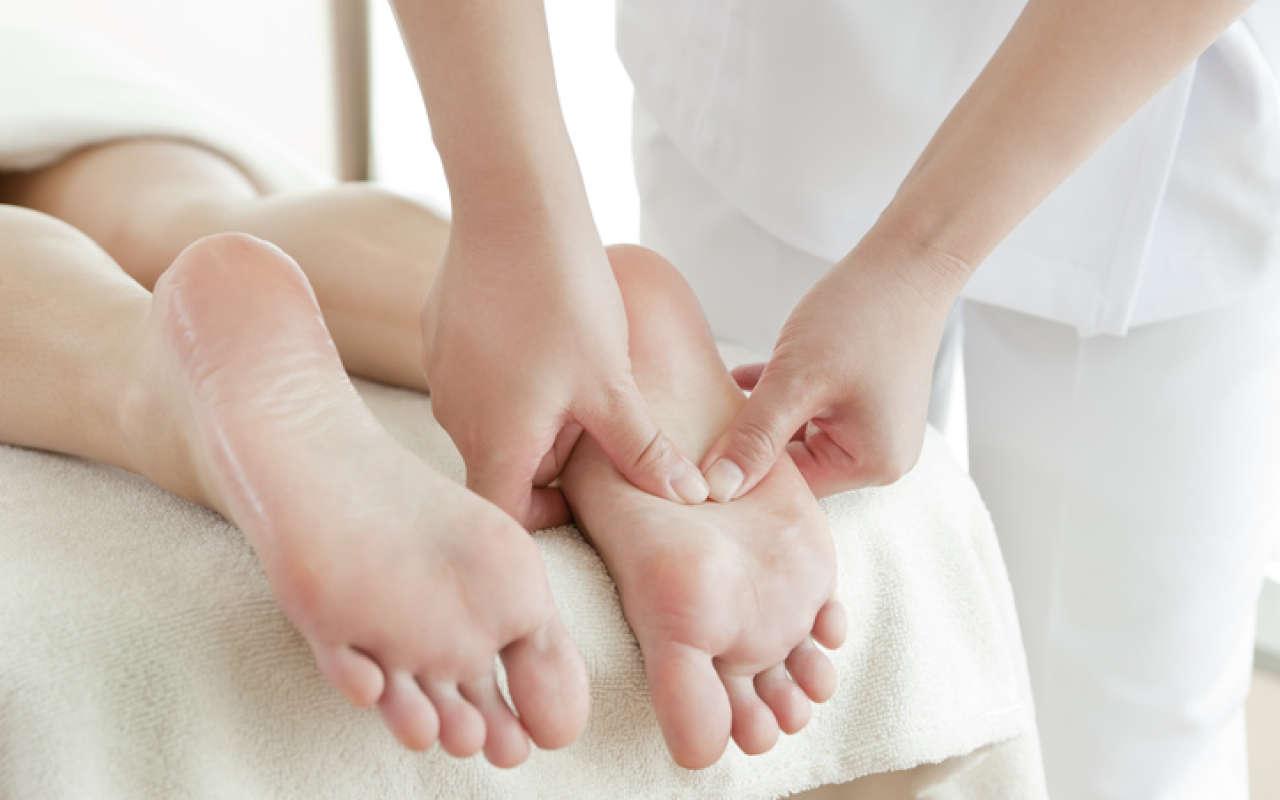 Точечный массаж стоп. Рефлексотерапия стоп: польза и вред
