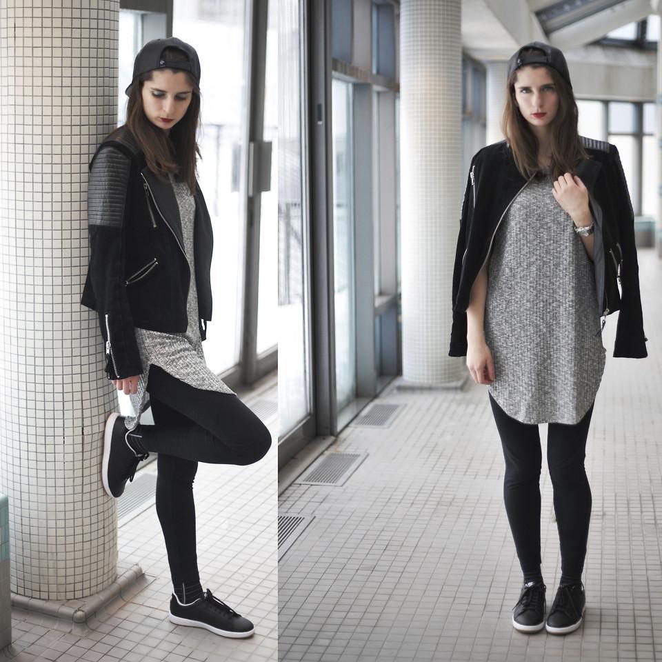 куртка косуха, кепка, черные легинсы и черные кеды